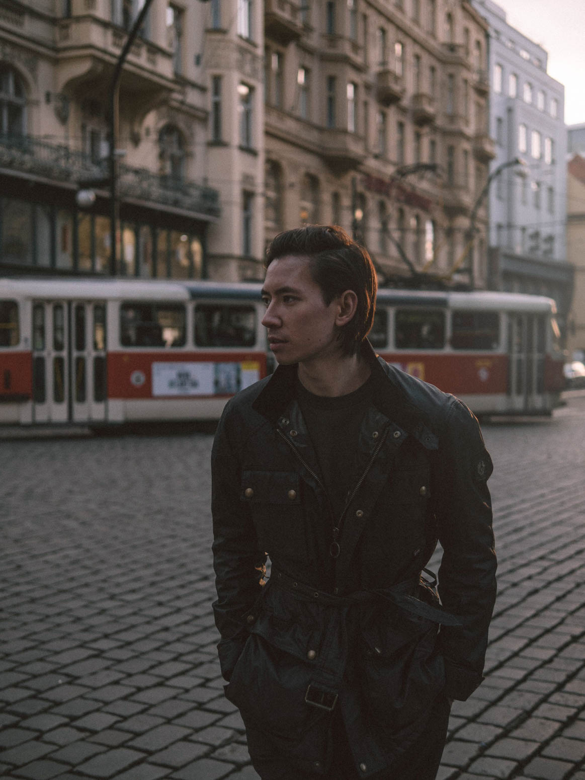 prag-praha-prague-travel-city-visit-street-tram-frank-belstaff-roadmaster